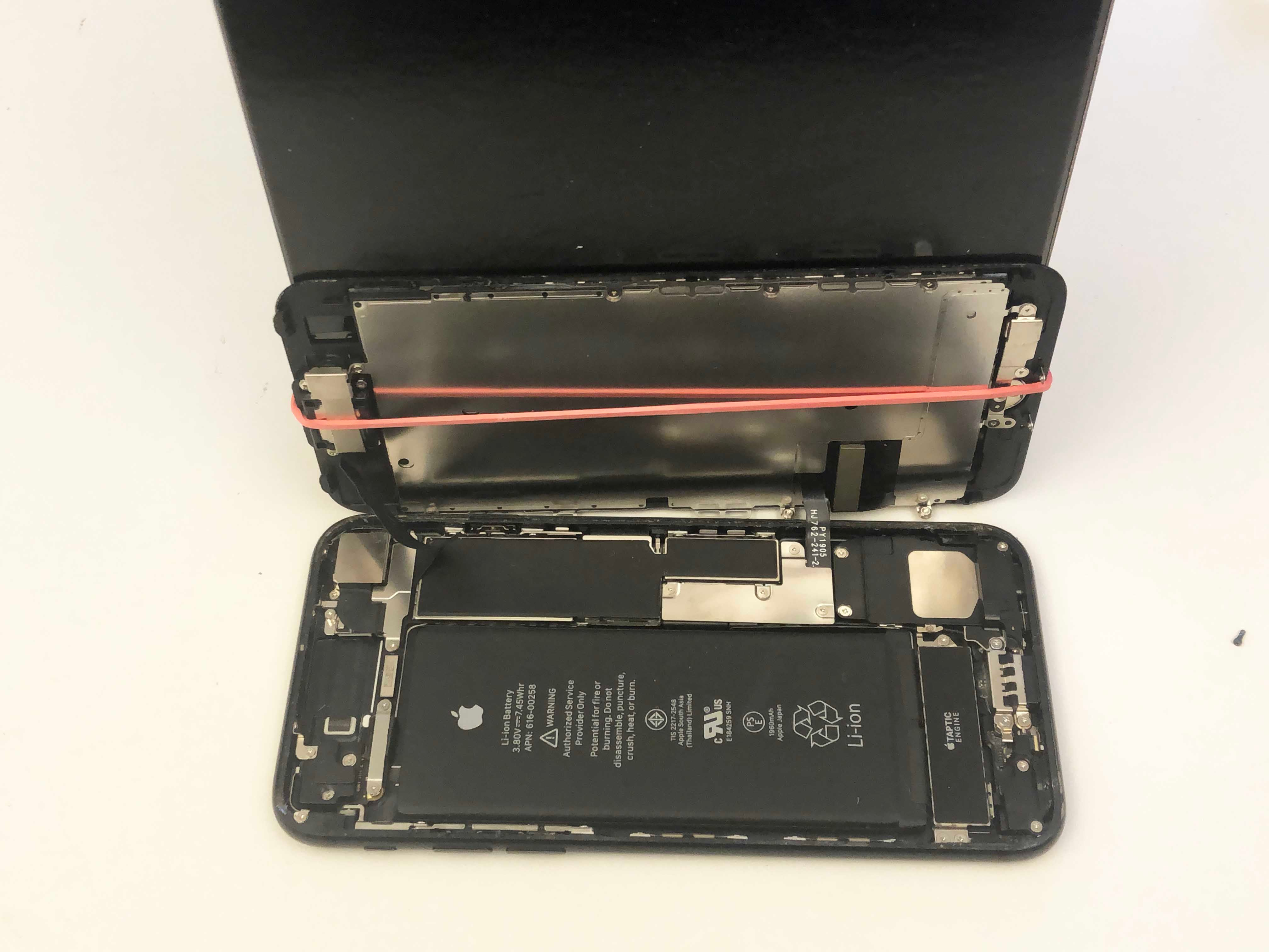 iPhone 7/7 Plus Battery Replacement - Opening the phone screen 3 - 3