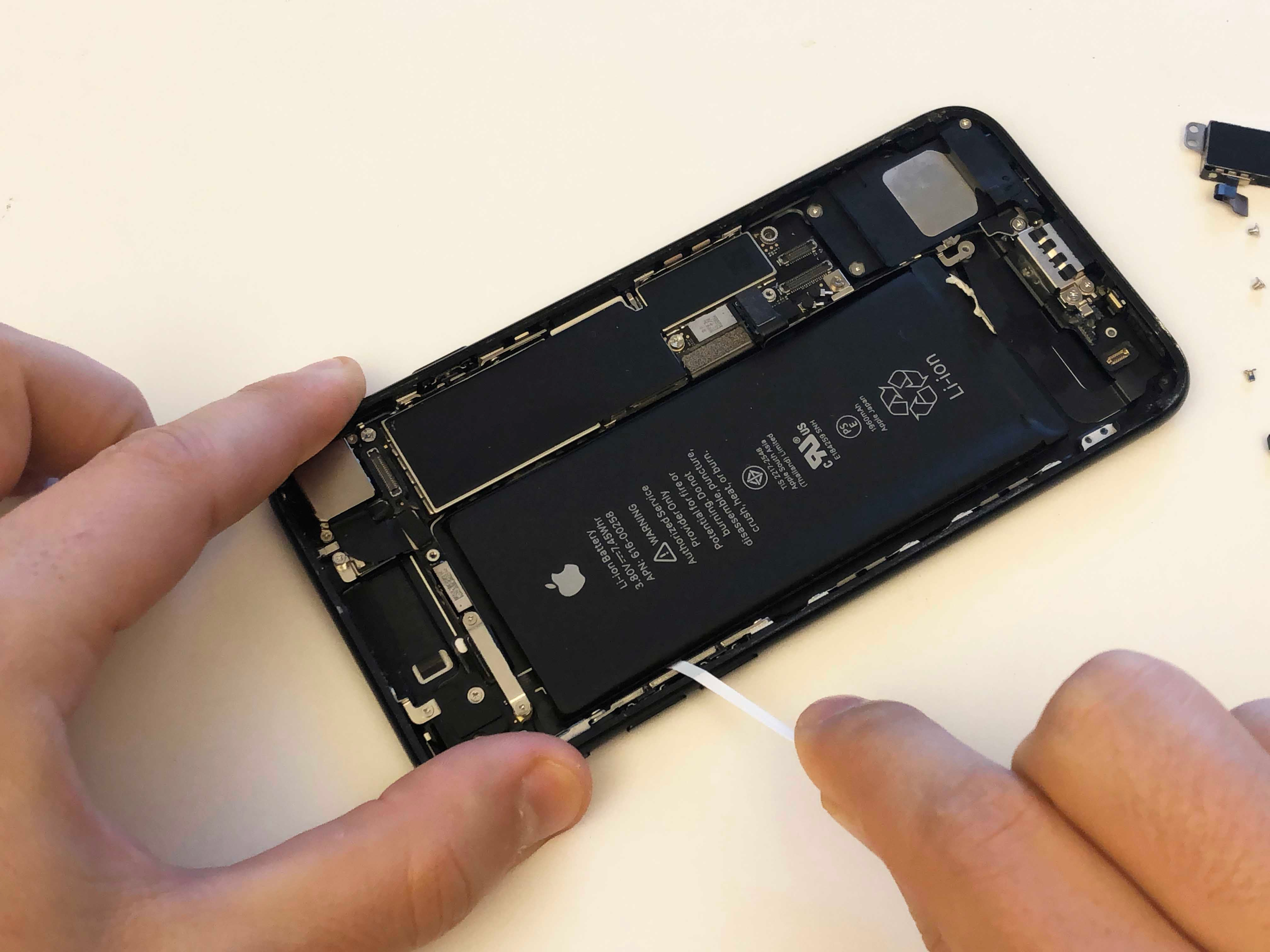 iPhone 7/7 Plus Battery Replacement - Removing the adhesives - 8