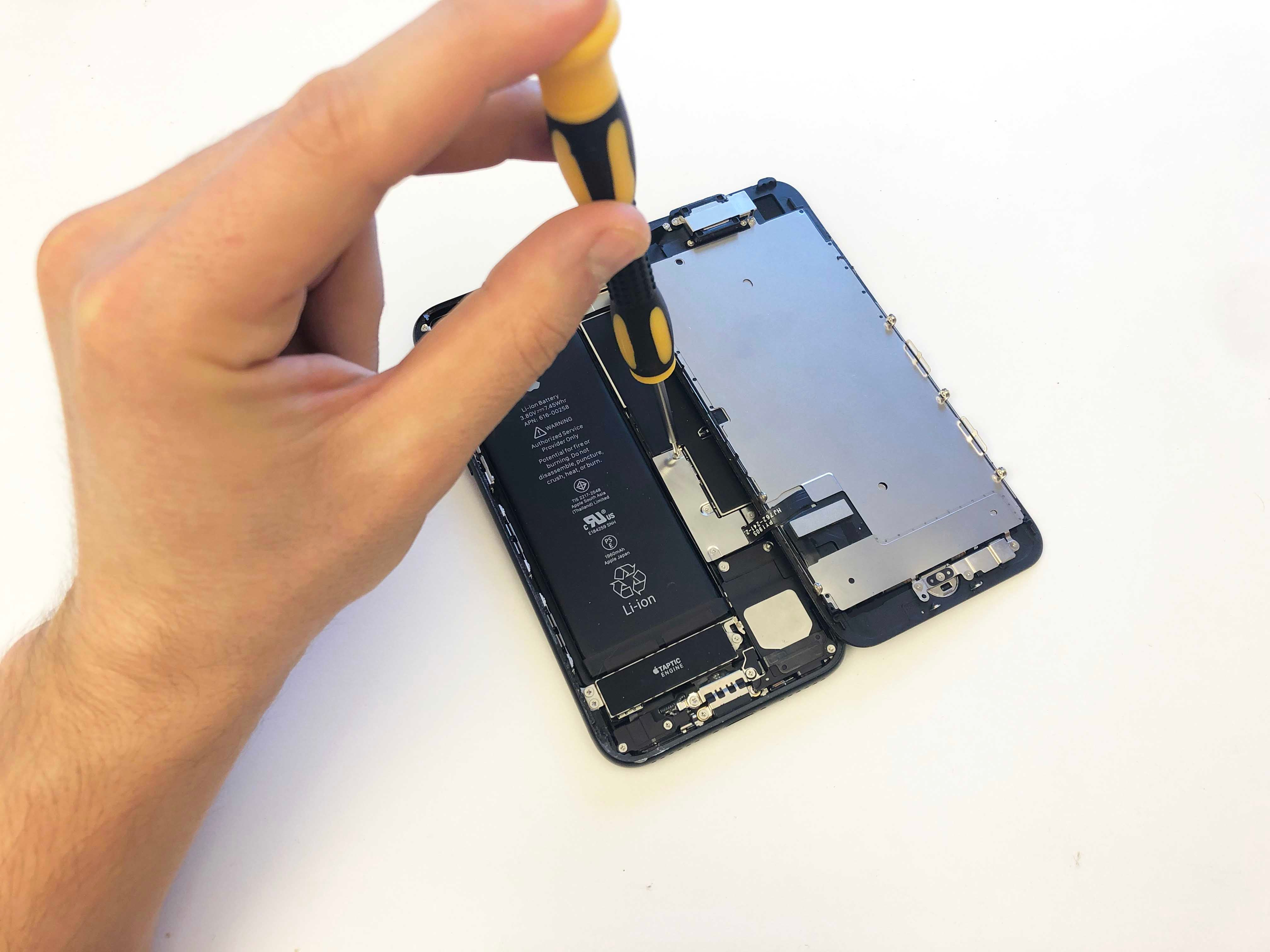 iPhone 7/7 Plus Battery Replacement - Testing the new battery - 1