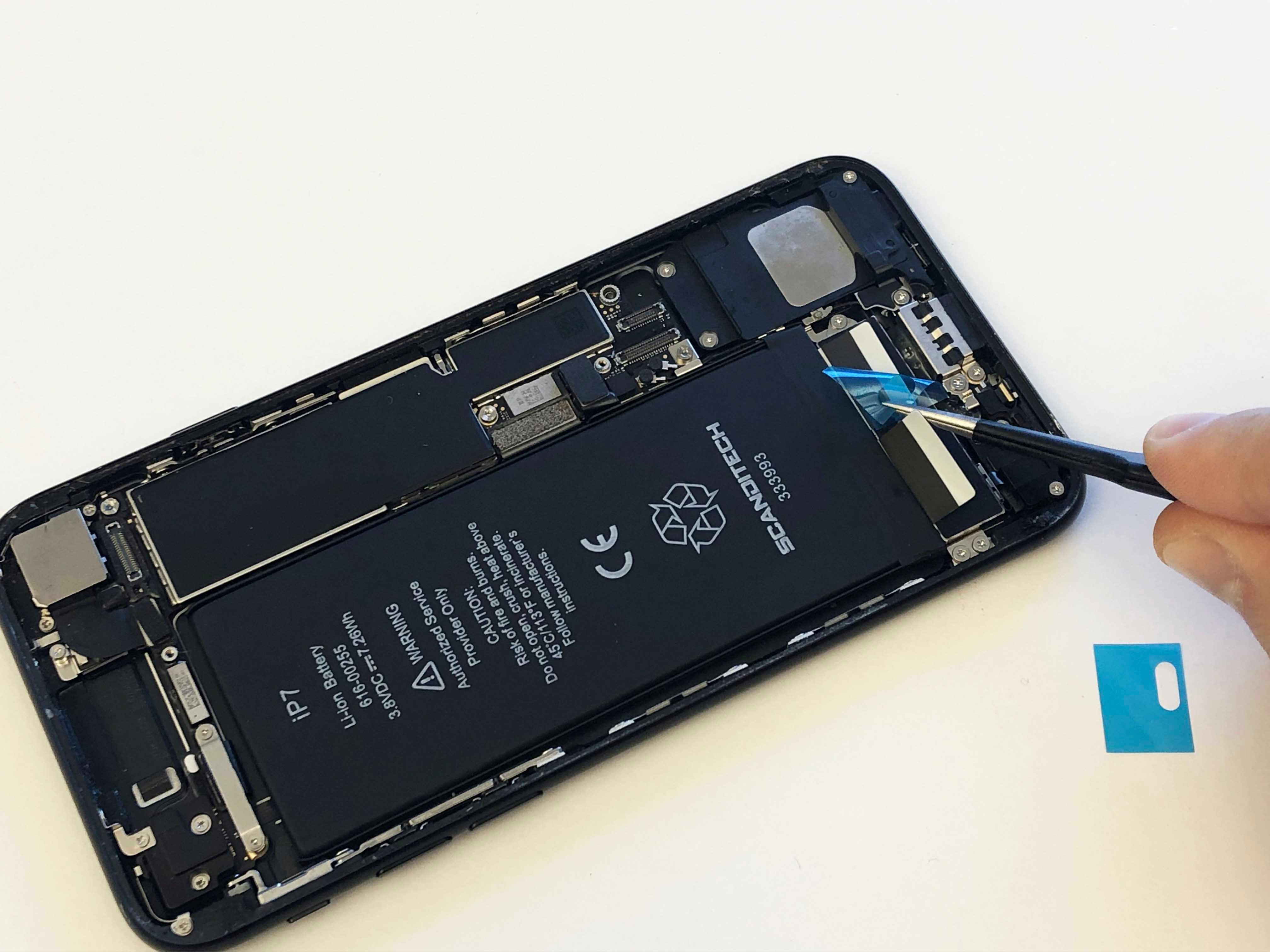 iPhone 7/7 Plus Battery Replacement - Reinstalling the taptic engine - 6