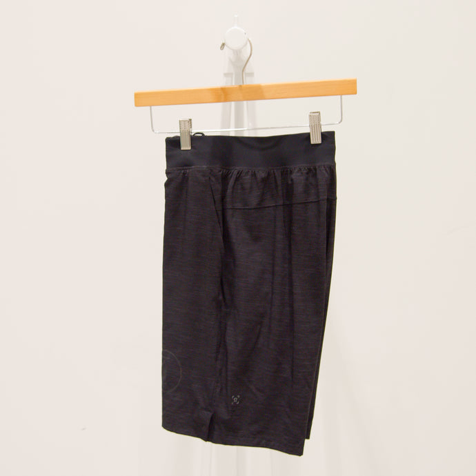 lululemon | T.H.E. short lined - men's | coal logo