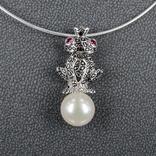 FROG ON A PEARL PENDANT