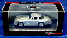 Load image into Gallery viewer, High Speed 1:43 Silver Mercedes-Benz 1954 300 SL