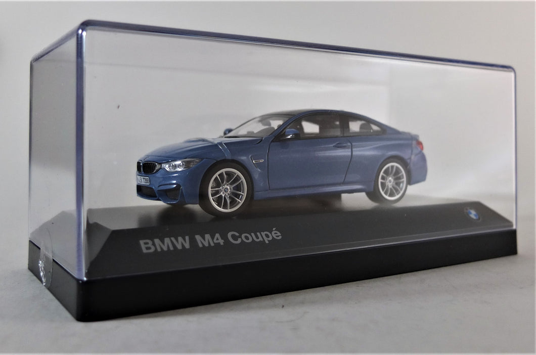 BMW 1:43 F82 M4 Coupe - Yas Marina Blue Metallic.