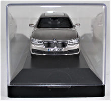 Load image into Gallery viewer, BMW 1:43 G12 7 Series Sedan - Cashmere Silver.