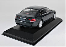 Load image into Gallery viewer, Minichamps 1:43 BMW 7 Series. 2001, Green, 1 of 1,536.