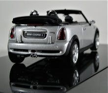 Load image into Gallery viewer, AUTOart 1:43 Mini Cooper S Cab., Silver.