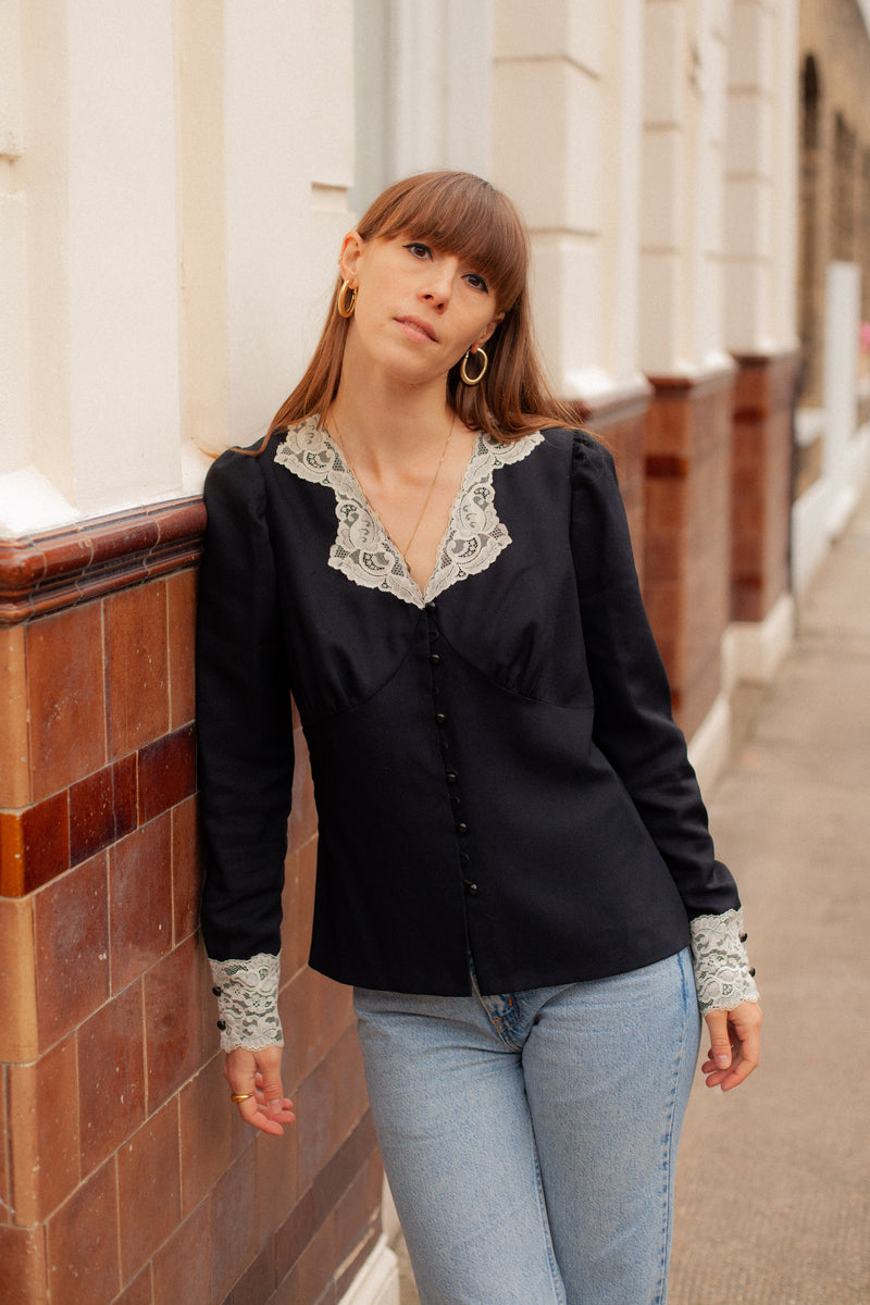 90s BLACK BLOUSE WITH CREAM LACE