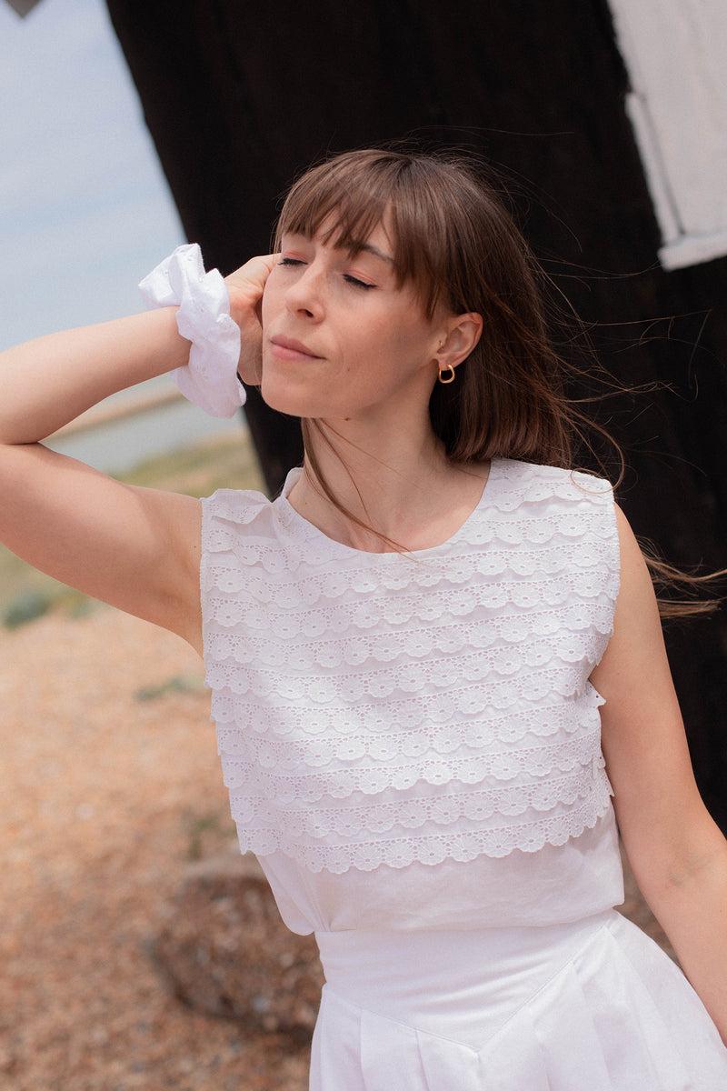 Anita is Vintage 70s White Daisy Top