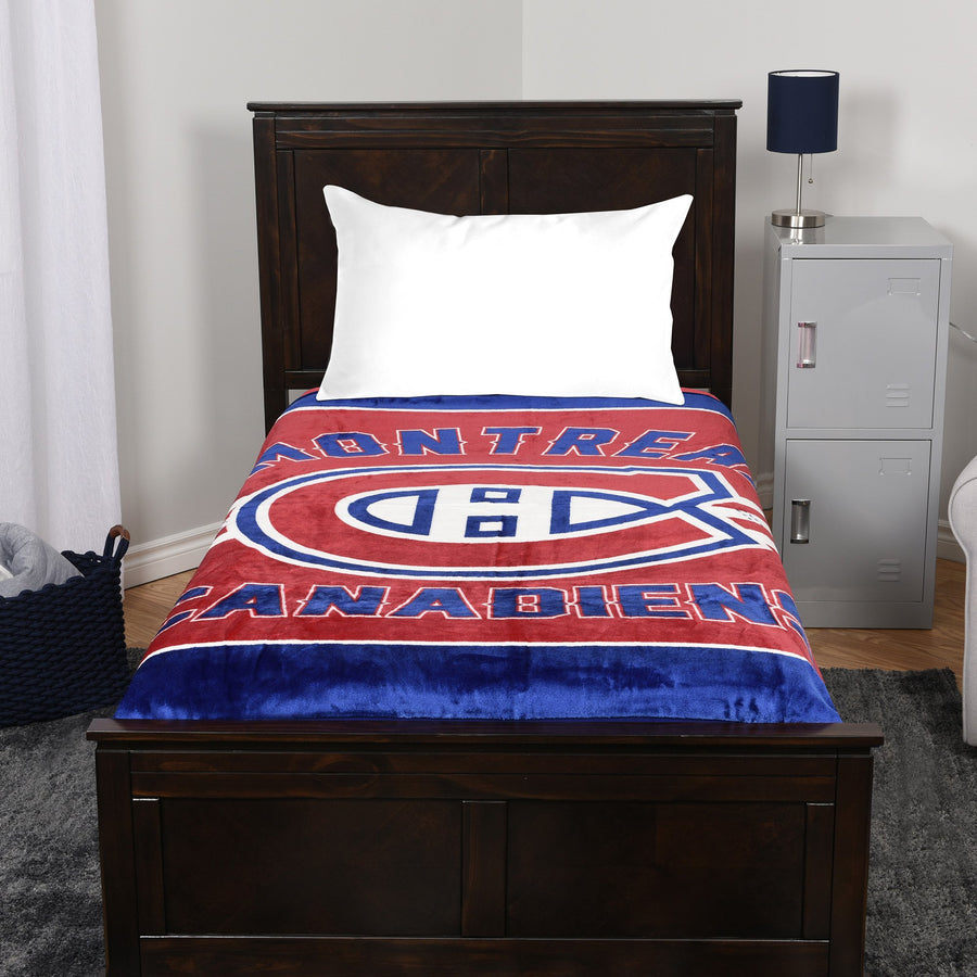 A blanket throw with the Montreal Canadiens logo