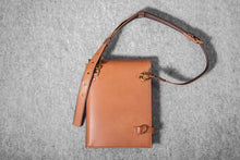 DESIGNER CLUTCH - toffee