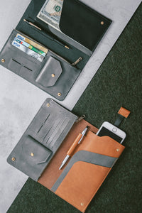 PASSPORT WALLET - toffee/grey