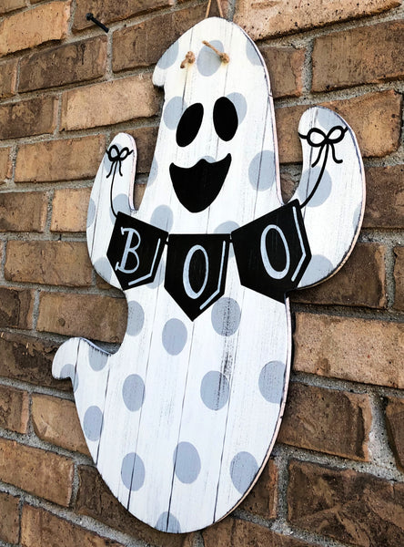 Farmhouse Distressed Ghost Hanger with Boo Banner