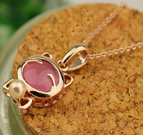 Elegant Cat Eye Stone Pendant and Necklace