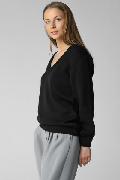V-neck jumper (black)