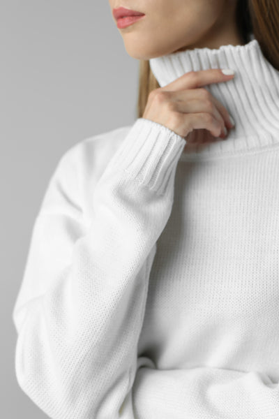 Sweater with high neck (white)