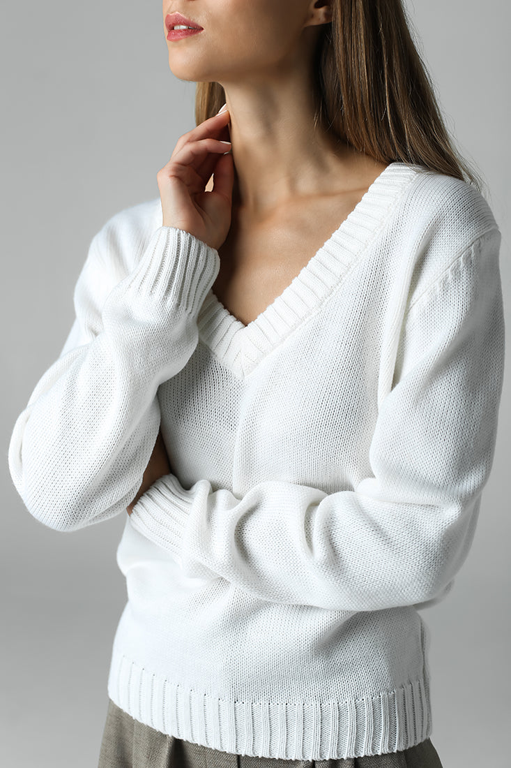V-neck jumper (white)