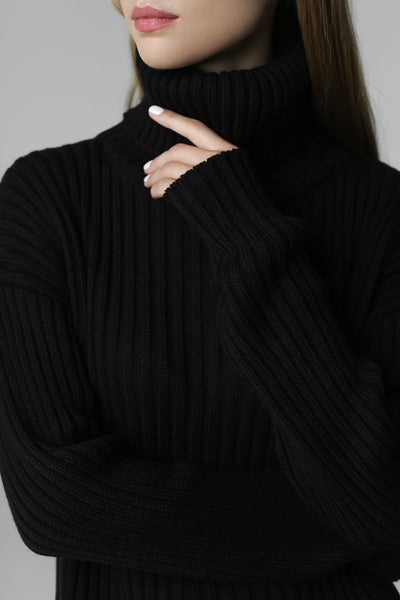 Rib-knit sweater with neck (black)