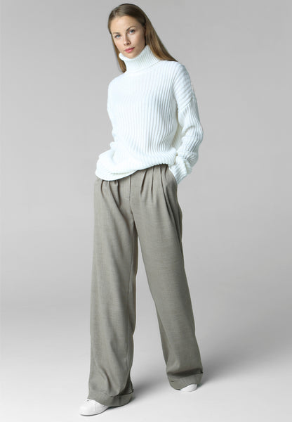 Rib-knit sweater with neck (white)