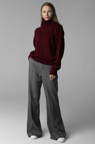 Sweater with high neck (wine)