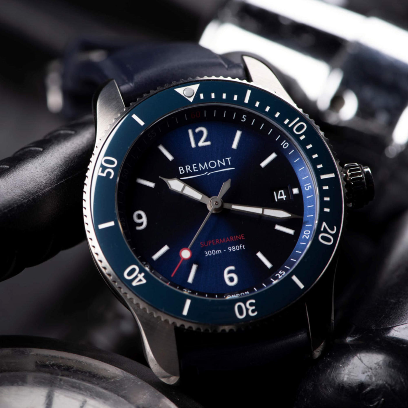 Bremont-S300-BL-watch-face