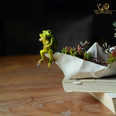 Feeling Froggy - Tiny Pot/Planter
