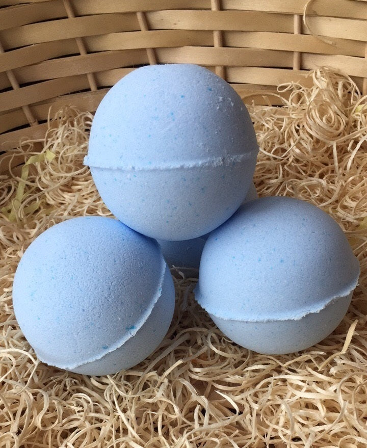 Berries Bath Bomb with Sweet Almond Oil - 180g