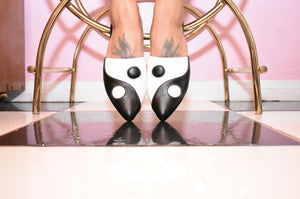Balancing Act Mule - Black/White