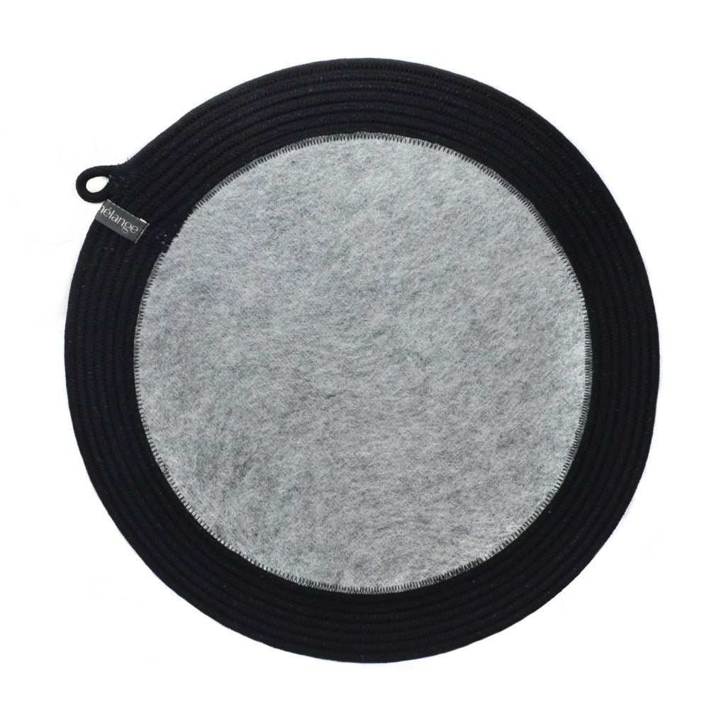 Placemat Black & Recycled Plastic Felt