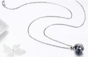 Sterling Silver Black & White Pearl Pendant Necklace