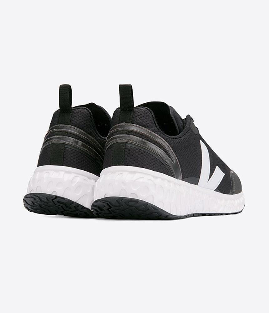 Veja Condor Mesh Runners in Black & White