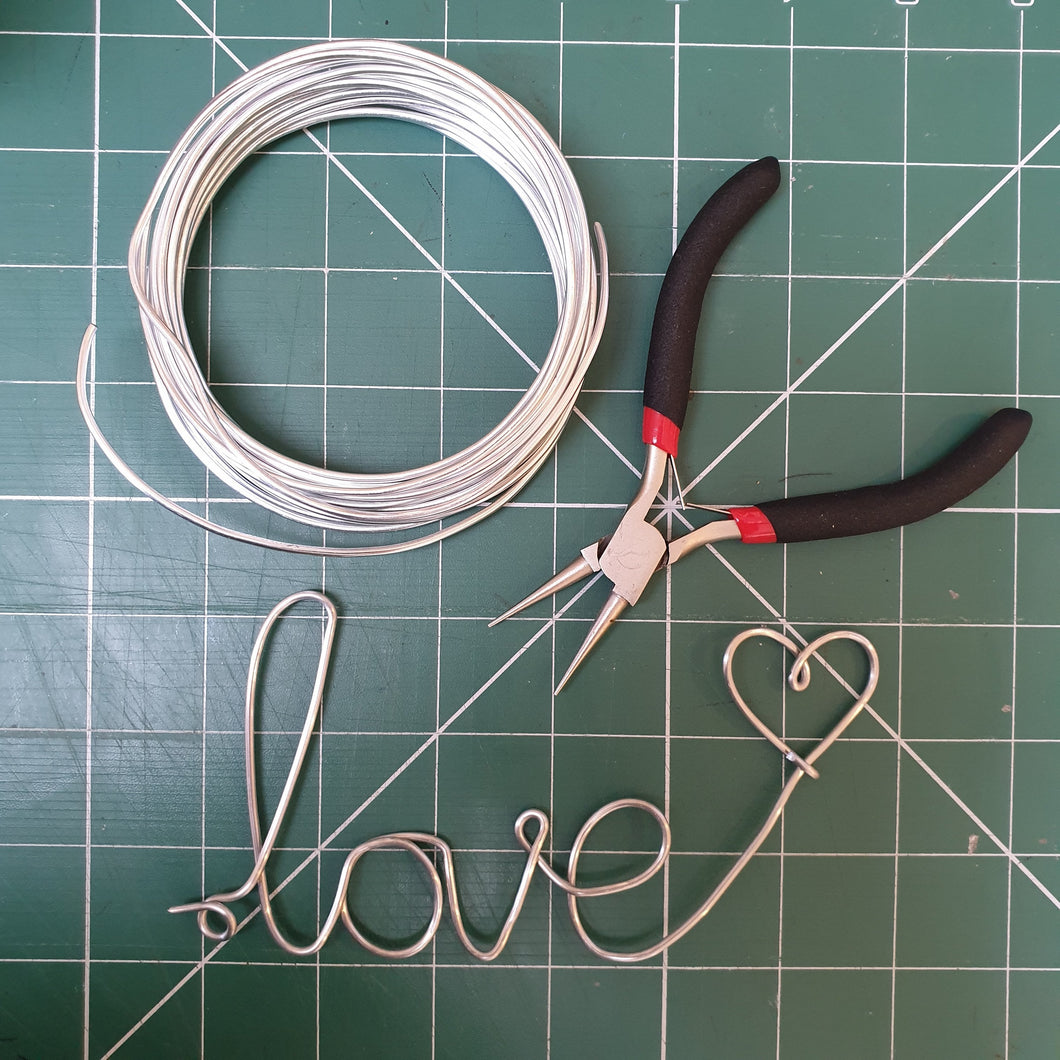 Introduction to Wire Writing: #peaceandcraft Workshop Project 2020