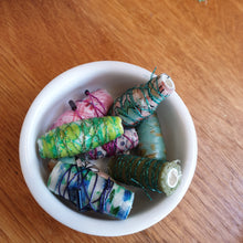 Load image into Gallery viewer, Handmade paper & fabric beads: #peaceandcraft Workshop Project 2020
