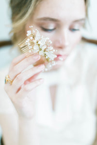 LAURA | Pearly beaded bridal hair comb