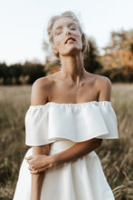 Load image into Gallery viewer, by katriin - bandeau bridal blusher veil crystal scattered - www.katriin.com - pruudi loor