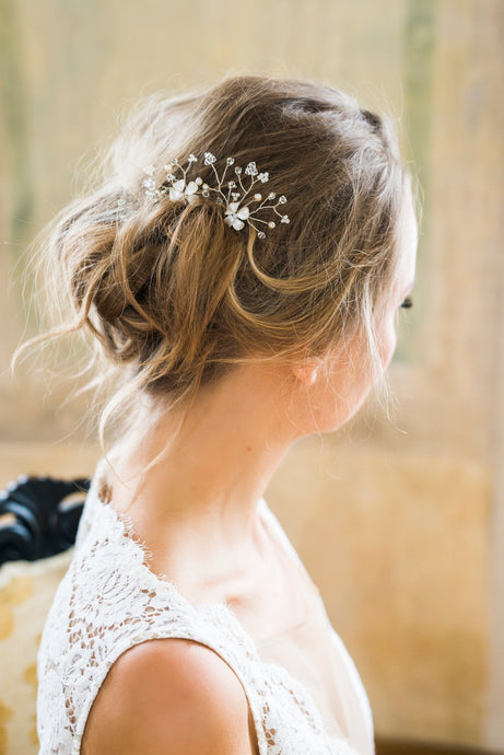 MARILYN |  Flowery bridal hair pins - byKatriin