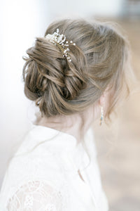 LAURA | Pearly beaded bridal hair comb - byKatriin