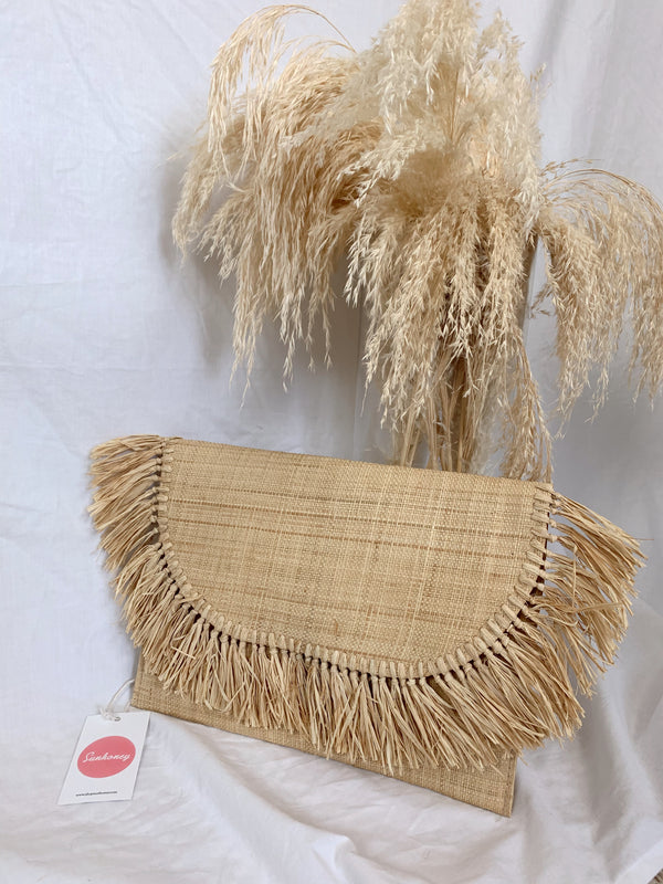 Straw fringe clutch