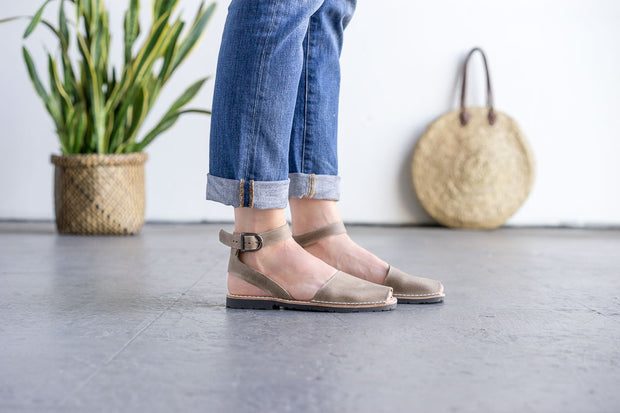 Taupe Ankle Pons