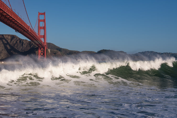 Giant waves by the golden gate