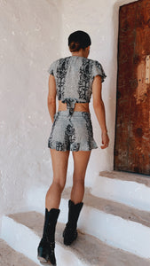 FALDA SHORT SERPIENTE GRIS
