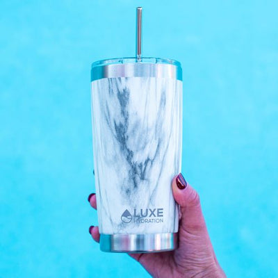 Reusable stainless steel straw in a 20oz insulated tumbler