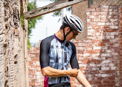 Graphic cycling jersey