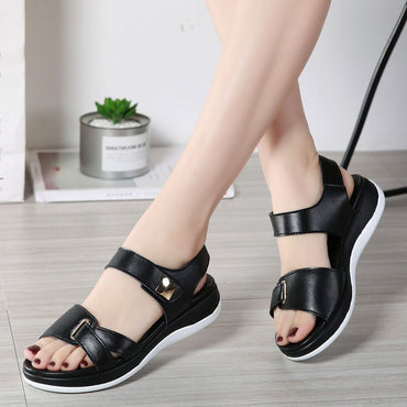 New Summer Women Light Comfortable Leather Casual Hook Loop Flat Sandals.