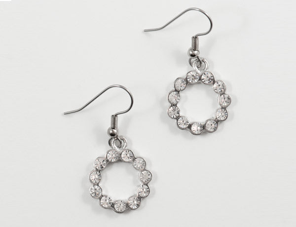 SCALLOPED CIRCLE Clear Stone: Earrings