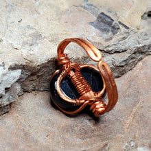 Load image into Gallery viewer, Black Onyx Hammered and Bent Copper Ring