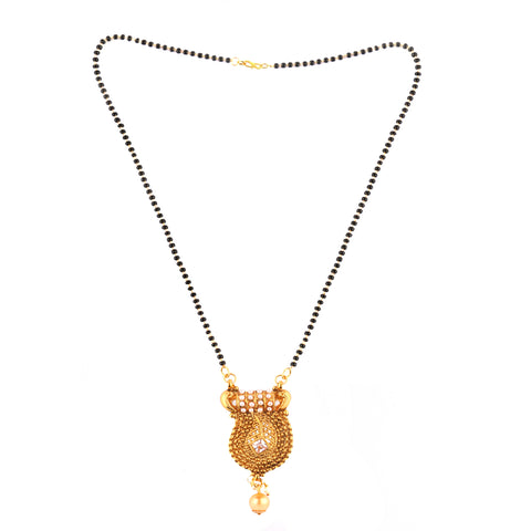 OyeTrend Graceful Mangalsutra Adorned With Pearls