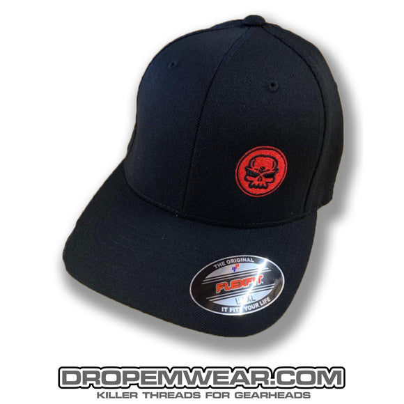 BLACK CURVED BILL FLEX FIT HAT WITH RED SKULL LOGO