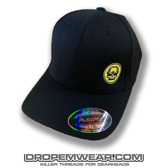 BLACK CURVED BILL FLEX FIT HAT WITH YELLOW SKULL LOGO