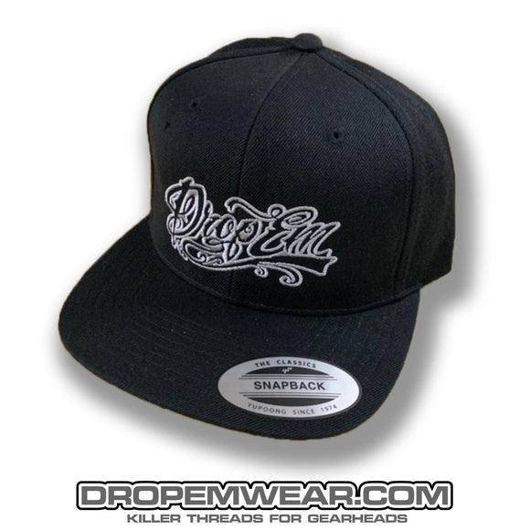 BLACK FLAT BILL SNAP BACK WITH GREY TATTOO SCRIPT LOGO